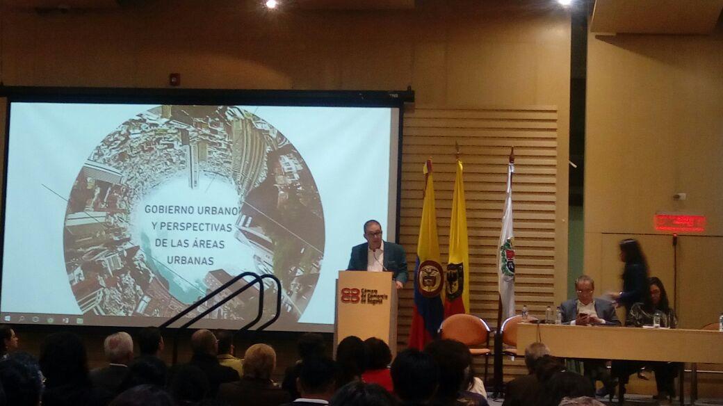 Director del Instituto de Estudios Urbanos, Carlos Alberto Patiño Villa