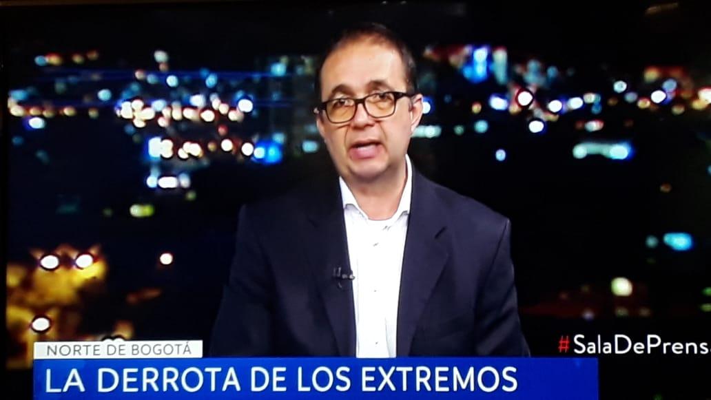 Profesor Carlos Patiño en Sala de Prensa de Noticias Caracol