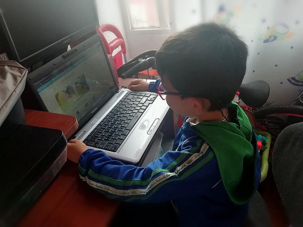 Estudiantes de todos los niveles educativos asumen su educación de manera virtual / Foto IEU