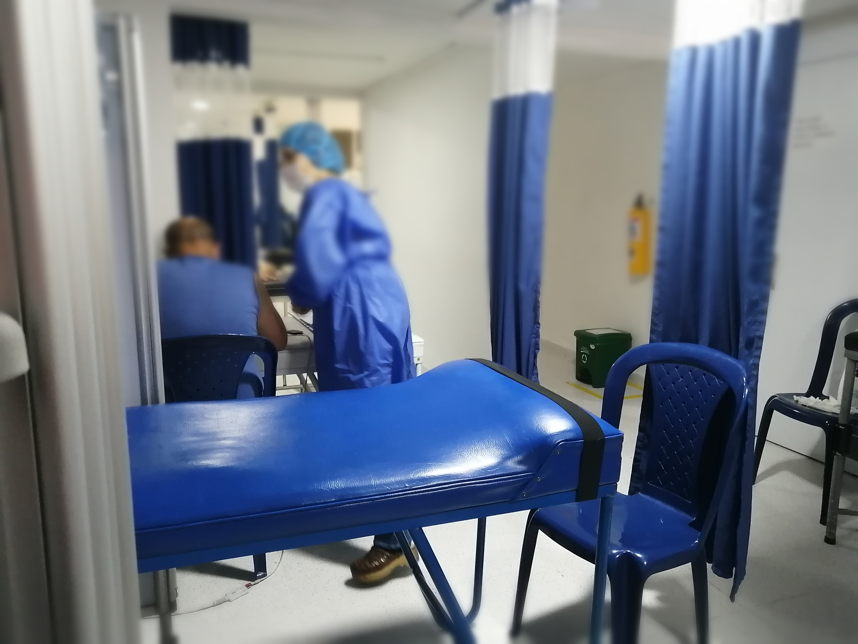 Colombia necesitará 575 camas adicionales de cuidados intensivos para lograr atender los pacientes crónicos por COVID-19 / Foto referencial IEU