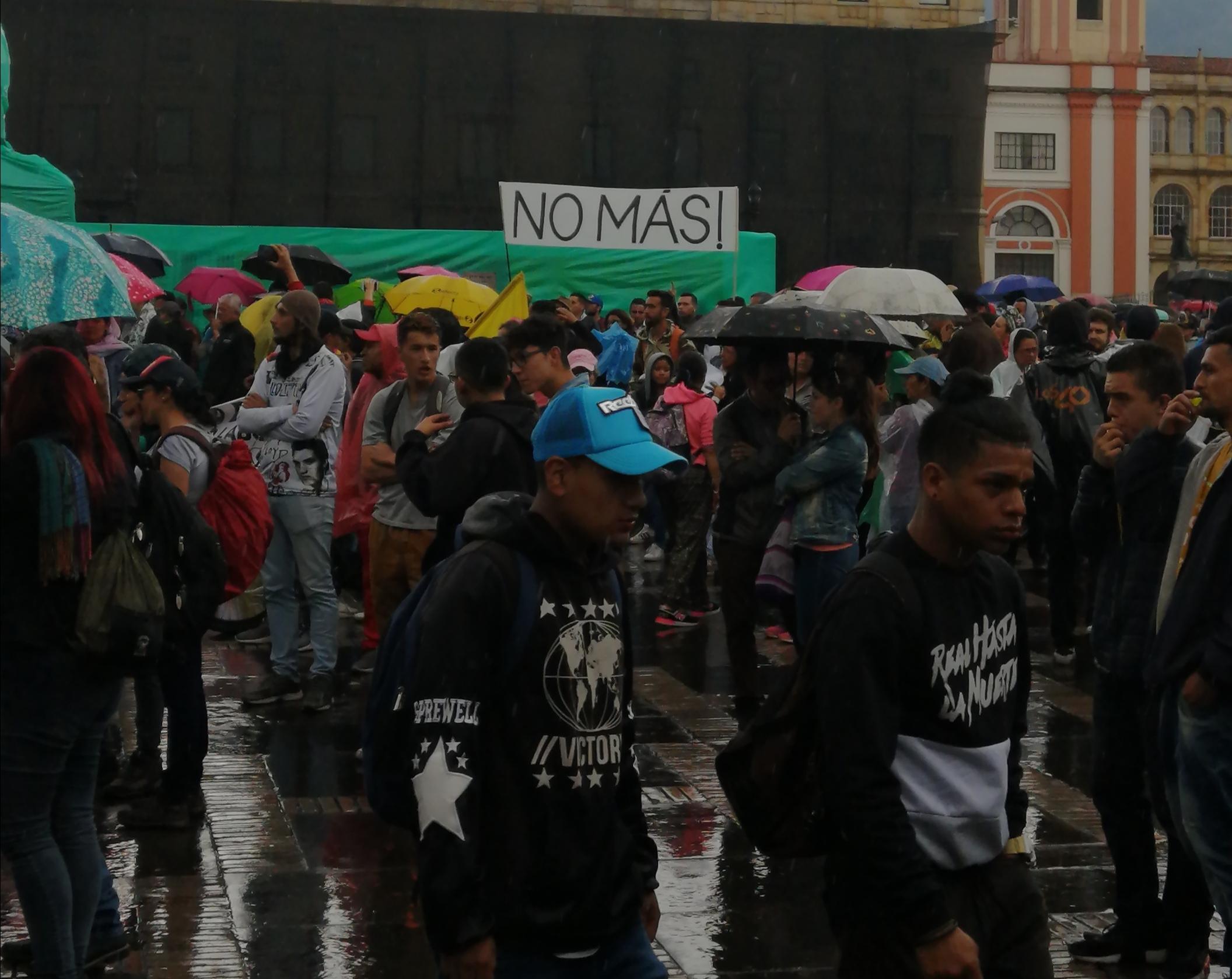 Manifestación en la Plaza de Bolívar de Bogotá - 21N / Foto Paola Medellín