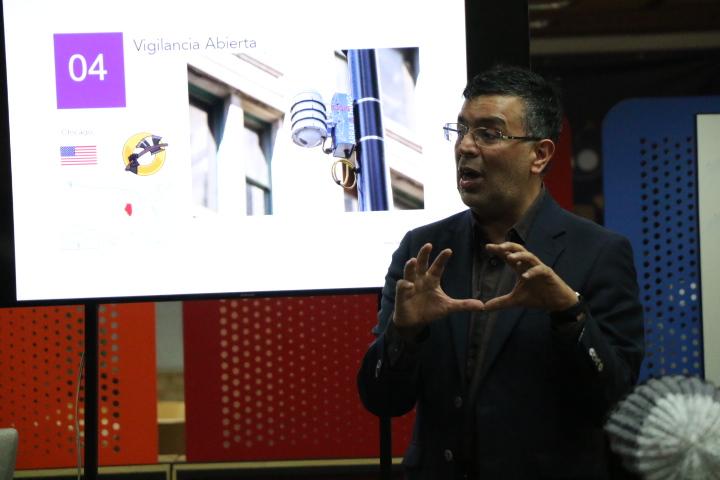 Marco Peres, Universidad Externado de Colombia