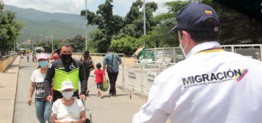 Entre 300 y 500 migrantes venezolanos cruzan la frontera por pasos ilegales / Foto Migración Colombia