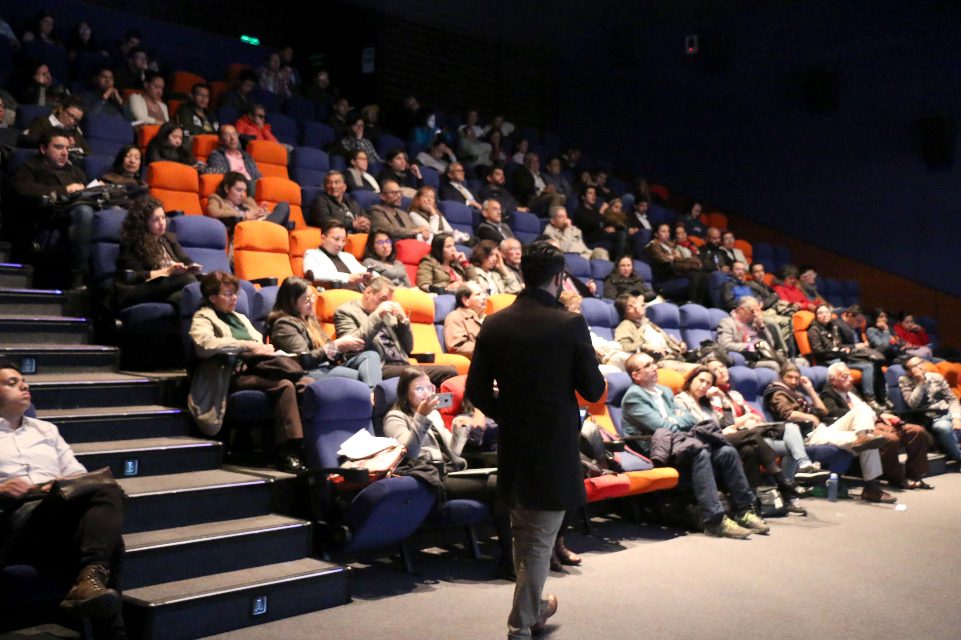 Profesor Miguel Silva en Cátedra Mundo Urbano / Foro Ricardo Salamanca