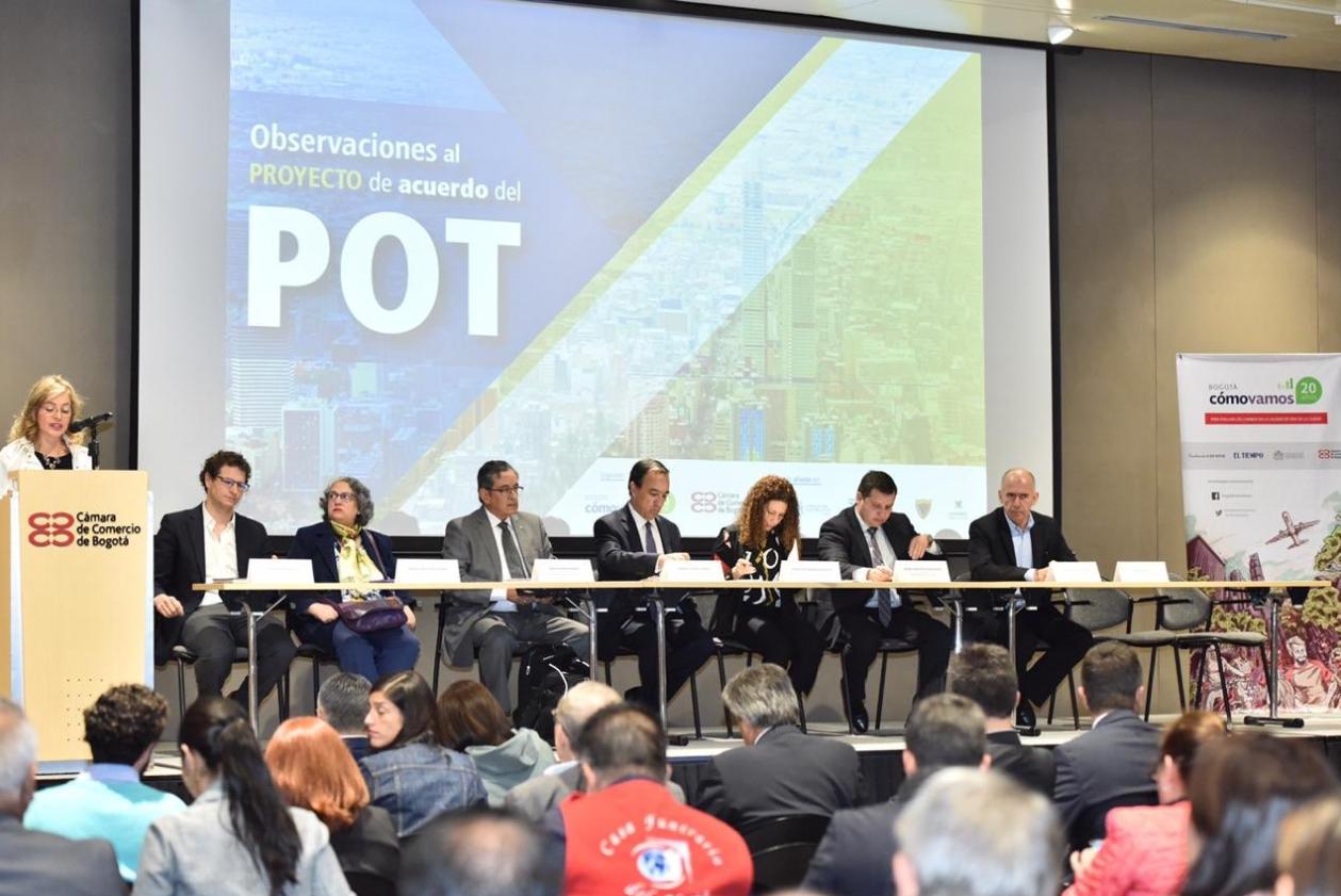 Presentación de las observaciones al proyecto de Acuerdo del POT de Bogotá / Foto Cámara de Comercio de Bogotá