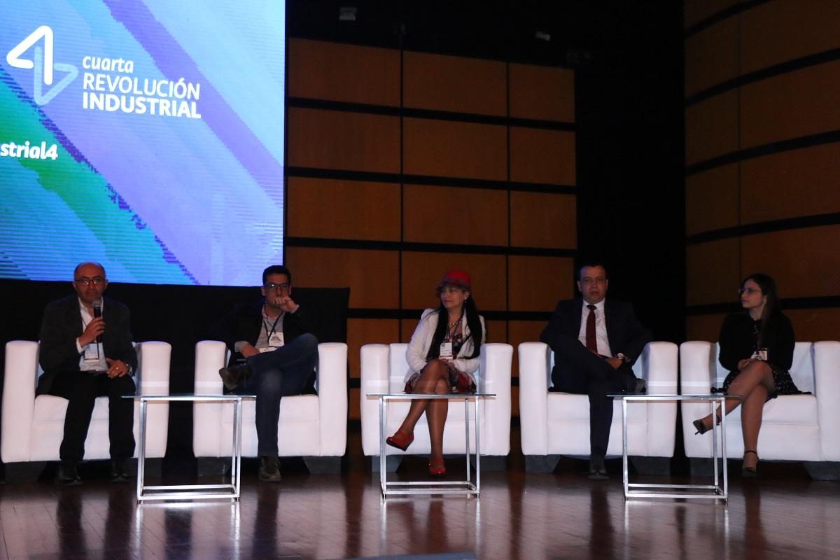 Panel ¿Cuál es el impacto de la Cuarta Revolución Industrial en los procesos productivos y la economía? / Foto Ricardo Salamanca