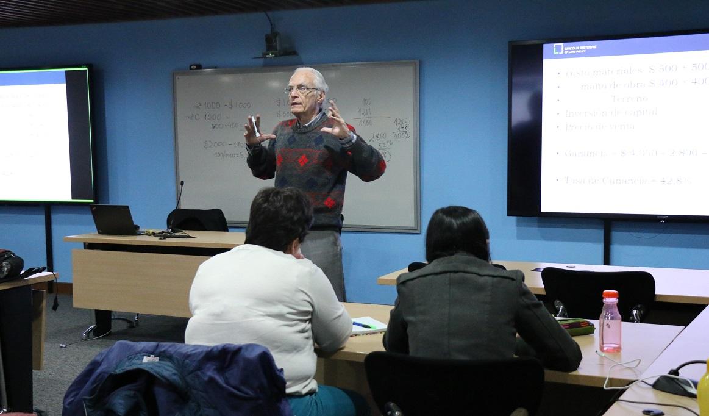 Profesor Paulo Sandroni en el IEU
