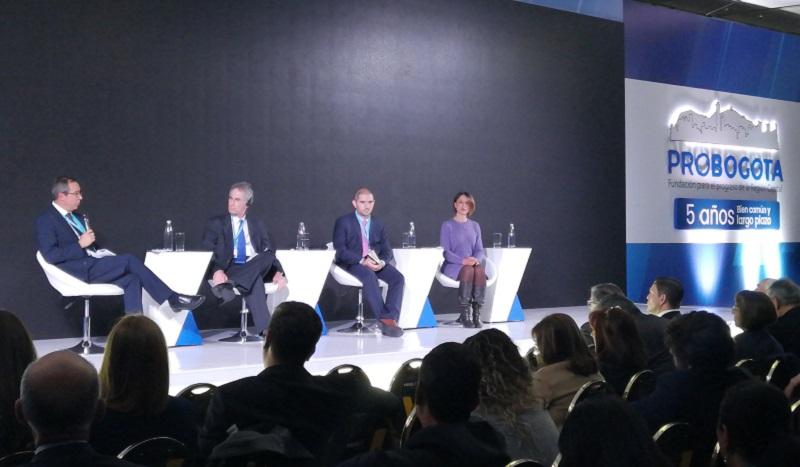 De izquierda a derecha: Andrés Cadena, Daniel Chenok, Santiago Garcés y Juanita Rodriguez