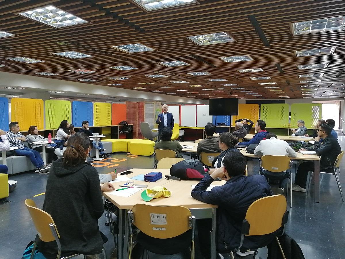 Charla abierta del profesor Fernando Montenegro en TBOG / Foto IEU