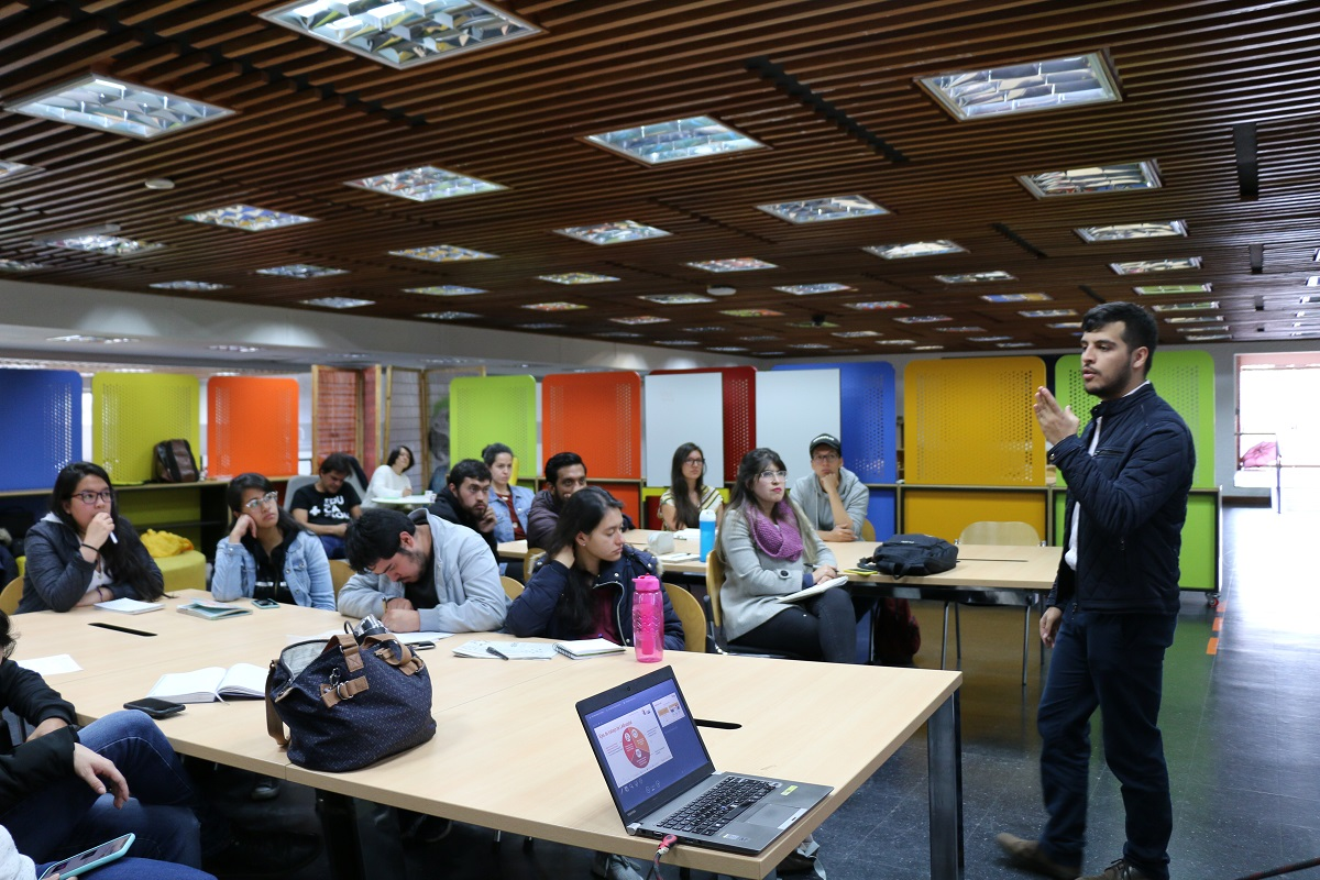 Sebastián Fernández, encargado del componente de Promoción de la Innovación Pública del Laboratorio de la Veeduría Distrital