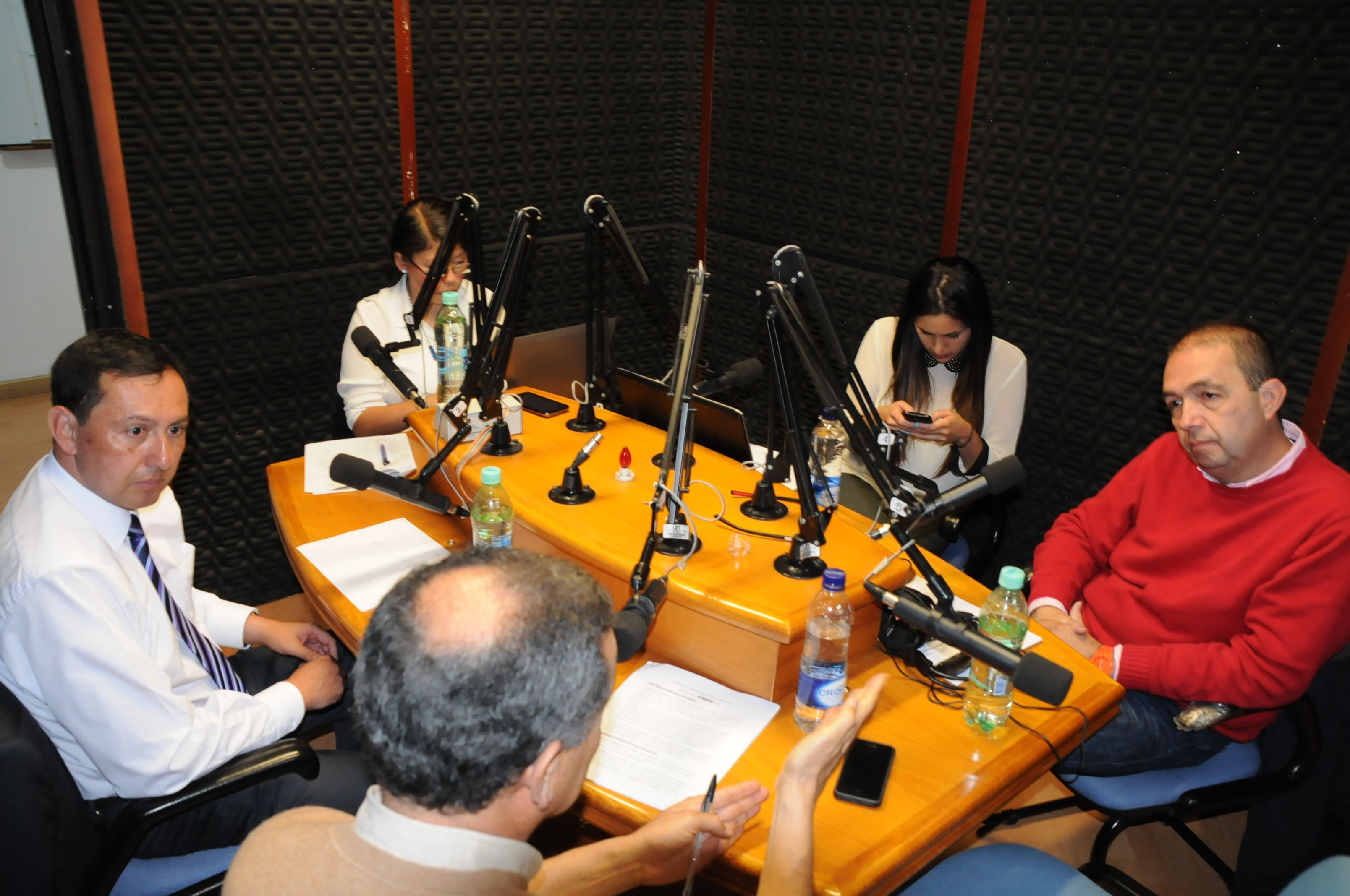 El programa Observatorio Electoral Urbano se emite todos los miércoles de 6 a 7 p. m. en UN Radio.